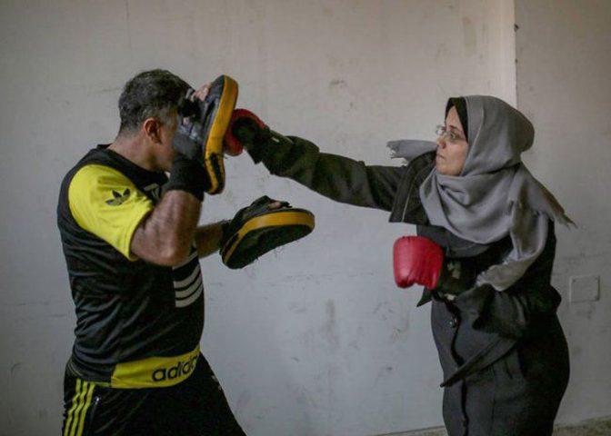 الملاكمة النسائية في غزة تعيد الثقة بالنفس