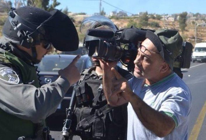الاحتلال يحتجز صحفيين على مدخل قرية مادما