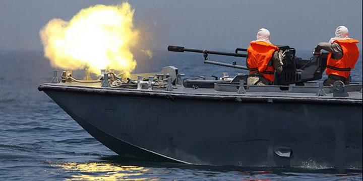 زوارق الاحتلال تفتح نيرانها صوب قوارب الصيادين
