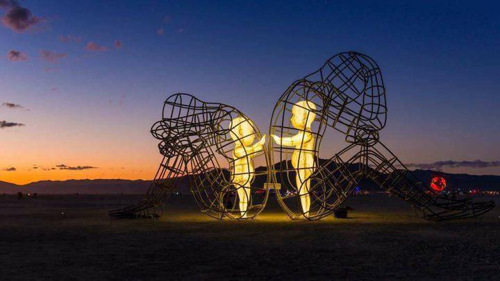 تمثال الحب في ريف مدينة أوديسا / أوڪرانيا