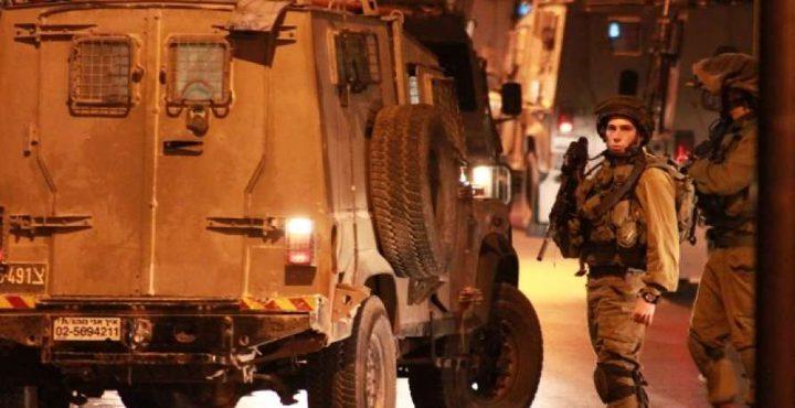 قوات الاحتلال تداهم تقوع وتوزع منشورات تهديد