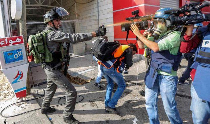 الاحتلال يحاصر قرية النبي صالح ويمنع طواقمًا صحفية من دخول إليها