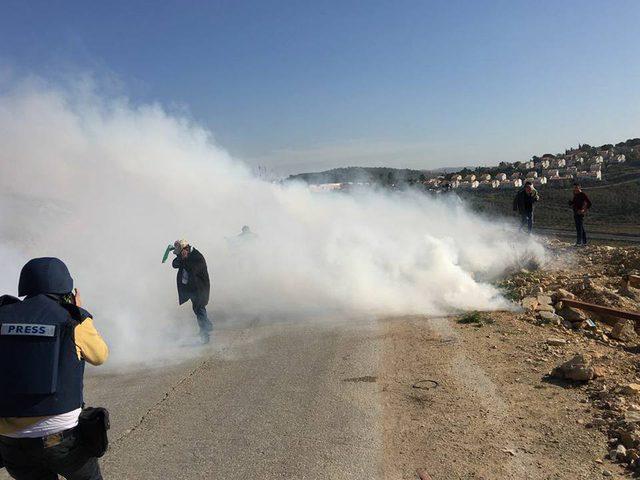 إصابات بالمطاط والاختناق خلال مواجهات مع الاحتلال في النبي صالح