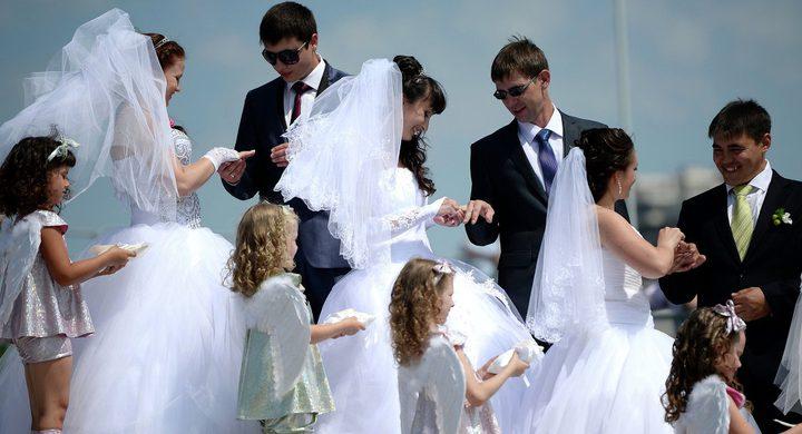 فيسبوك يزوج شاب وفتاة في 6 أيام