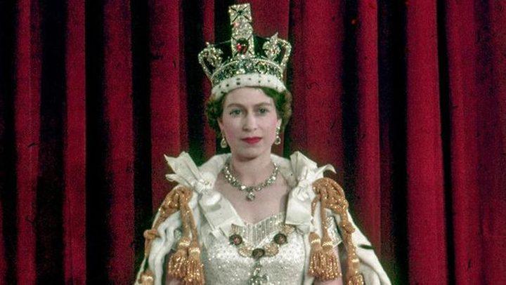 بماذا وصفت ملكة بريطانيا التاج الملكي؟