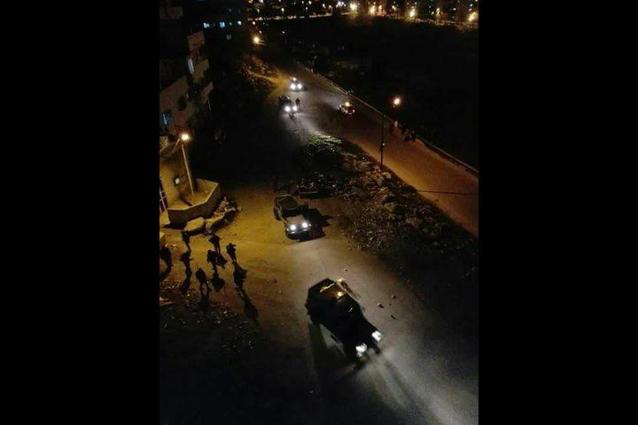 مستوطنون يهاجمون بيوت المواطنين في منطقة الراس وواد الحصين بالخليل