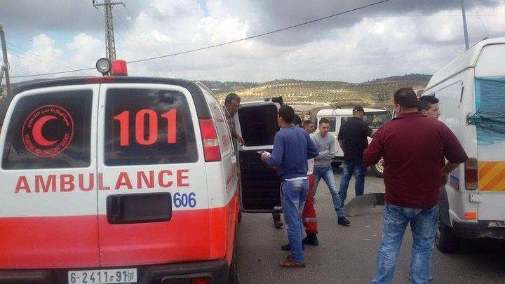 إصابة ثلاثة مواطنين غرب نابلس