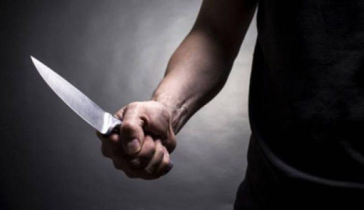 شاب يتعرض للطعن بسبب خلاف مادي