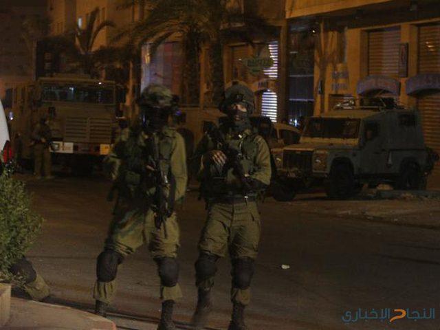 الاحتلال يصوّر منازل المواطنين في قرية الولجة شمال غرب بيت لحم