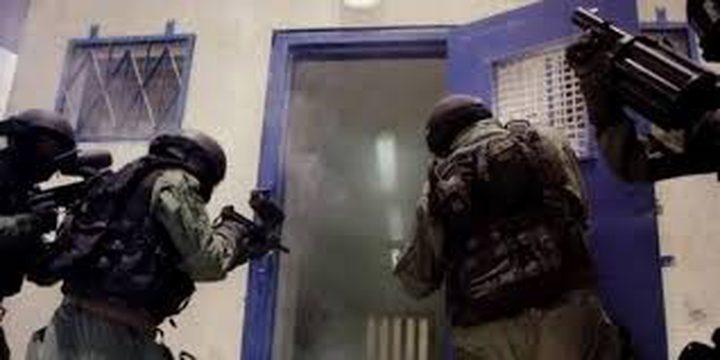 """نادي الأسير: قوات القمع تقتحم قسم 10 في سجن """"ايشل"""""""