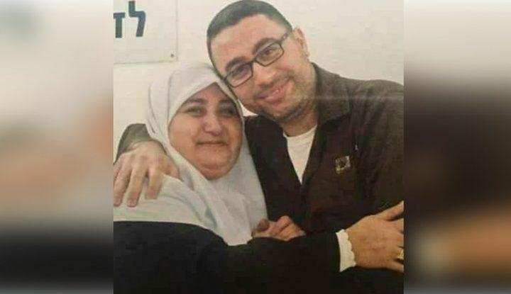 محكوم 27 عاما...والدته تظفر بصورة تذكارية ووالده المريض حرم منها لحظات مأساوية