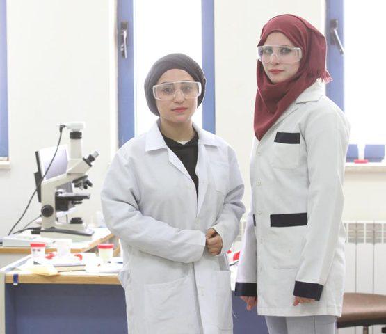 """طالبتان من جامعة النجاح تنشران بحثاً في مجلة """"molbank"""" السويدية"""