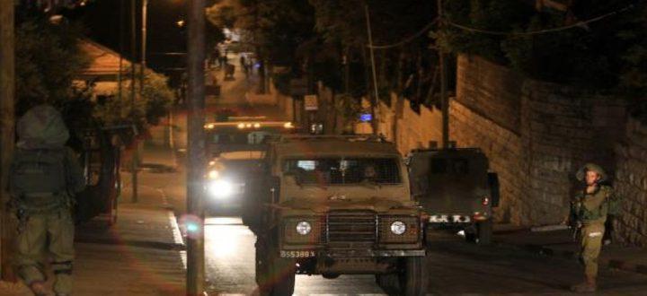 الاحتلال يداهم شققاً سكنية في حي عين منجد