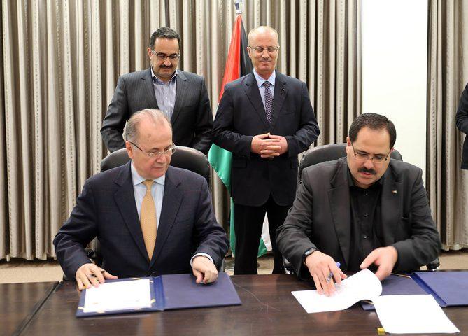 برعاية رئيس الوزراء.. توقيع اتفاقية لتركيب أنظمة توليد كهرباء لـ500 مدرسة حكومية