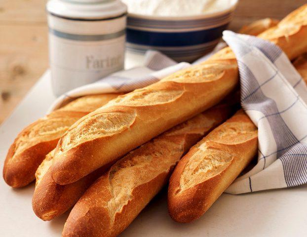 """ماكرون : خبز """"الباغيت"""" سبب لحسد العالم لفرنسا"""