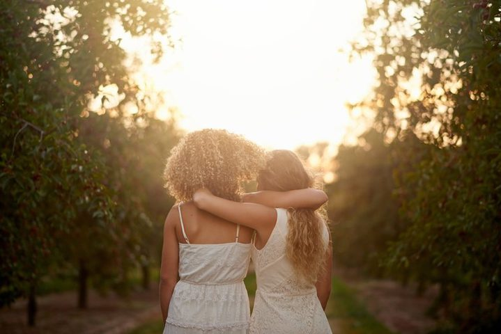 حقيقة غريبة : الأصدقاء متشابهون جينياً !