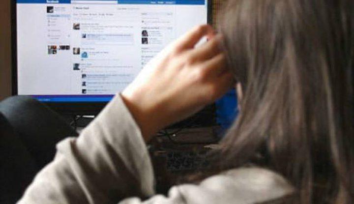 القبض على شخصين يشتبه بهما بتهديد مواطنة عبر مواقع التواصل الاجتماعي في نابلس