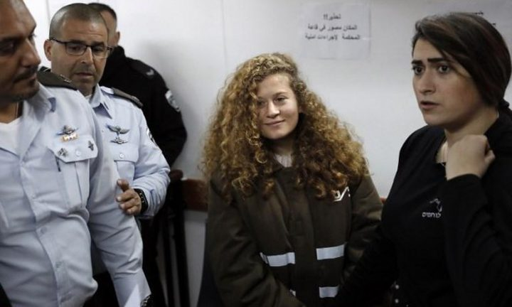 الاحتلال يمدد فترة اعتقال عهد التميمي ووالدتها للمرة الرابعة