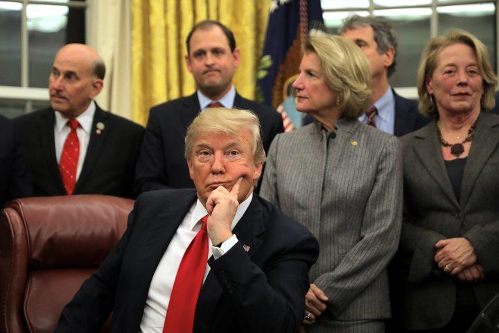 ترامب يتراجع ويرحب باستقبال اللاجئين في الولايات المتحدة