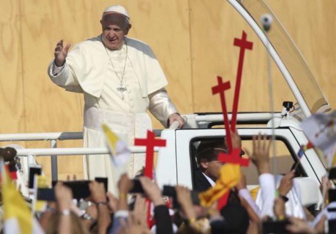 الاعتداء على بابا الفاتيكان في تشيلي