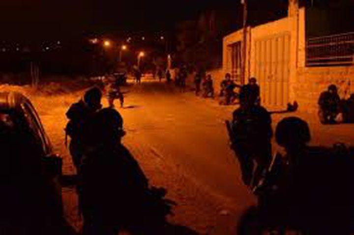 الاحتلال يعتقل أربعة شبان ويصادر أجهزة خليوي خلال اقتحام بلدة اليامون