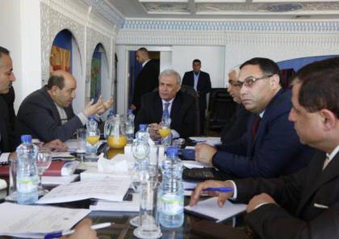 صحيفة: أبو عمرو يكشف عن اجتماع هذا الأسبوع لاستكمال ملفات موظفي غزة