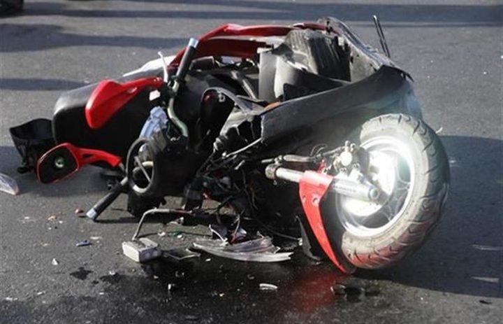 إصابة شاب بجروح خطيرة بعد اصطدام دراجته بمركبة في جنين