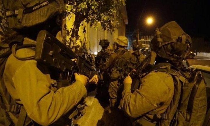 بالفيديو: مستوطنون بحماية من قوات الاحتلال يقتحمون بلدة عورتا جنوب نابلس