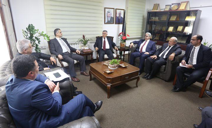 وزيرا الحكم المحلي والاتصالات يبحثان تعزيز التعاون المشترك في مجال البريد
