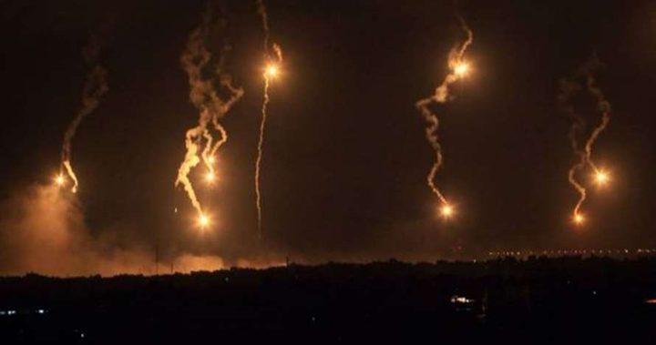 الاحتلال يعتقل شابين تسللا للداخل ويطلق قنابل إنارة شرق خانيونس