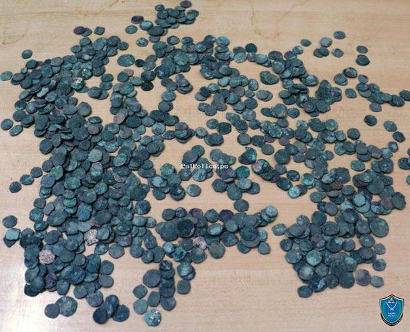 شرطة نابلس تنجز عشرات الملفات والقضايا أبرزها اتجار بالمخدرات وقطع أثرية