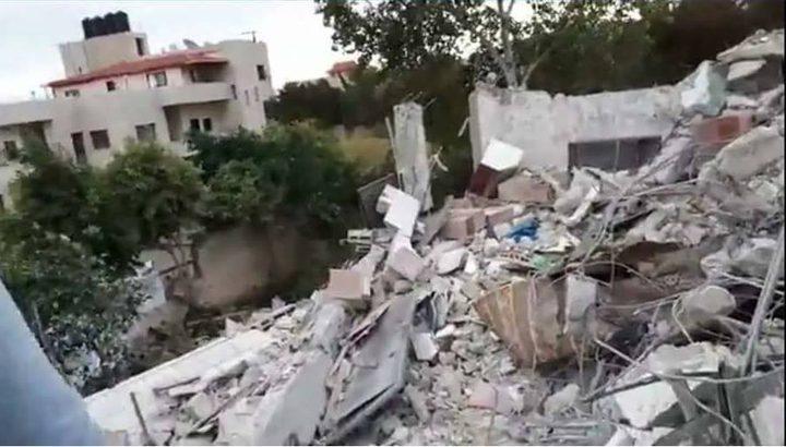 بحث سبل إعادة بناء المنازل التي دمرها الاحتلال في واد برقين