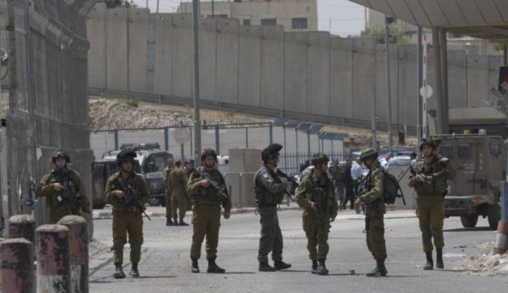 الاحتلال يواصل إغلاق مدخل بلدة حزما