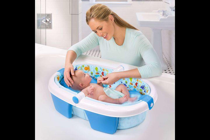 متى يجب غسل شعر طفلكِ الرضيع
