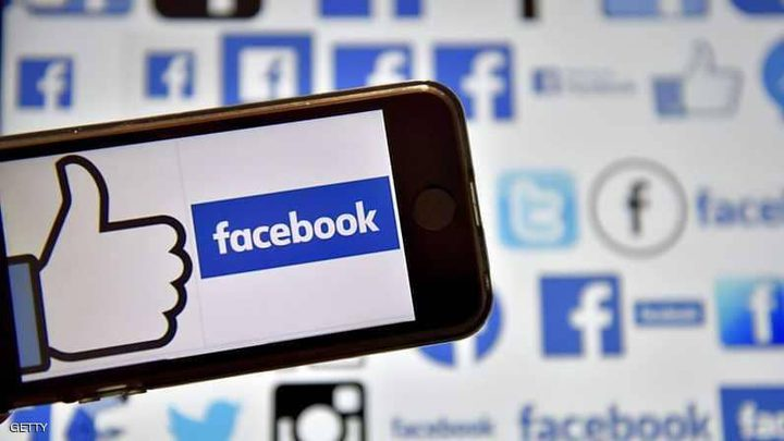 """العالم """"يفقد الثقة"""" في فيسبوك وتويتر"""