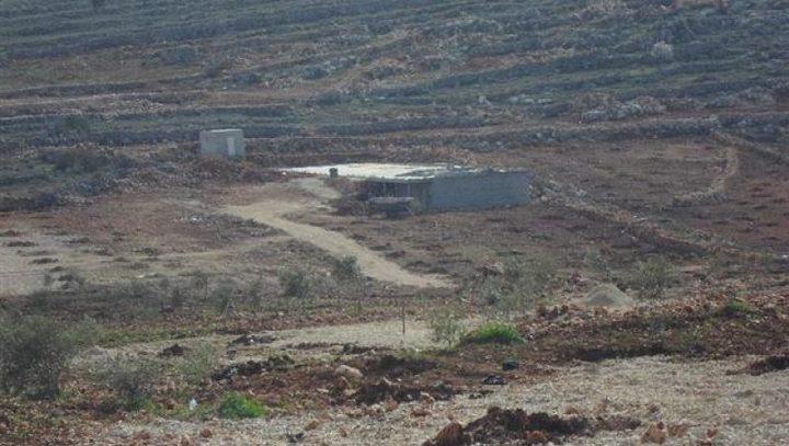 إخطار بإخلاء أراض زراعية ووقف البناء في بئر للمياه
