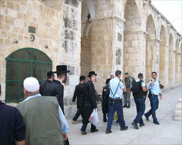 الاحتلال يُنكّل بالشبان وسط انتشار واسع وسط القدس تزامنا مع زيارة بنس