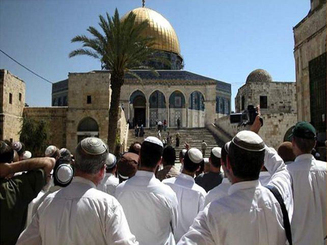 33 مستوطناً يقتحمون المسجد الأقصى