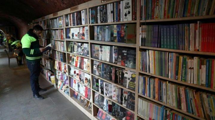 مكتبة أنشأها عمال نظافة من كتب وجدوها اثناء عملهم