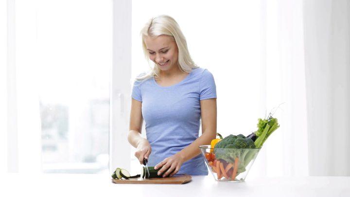 تخلصي من الصداع النصفي بتغيير الحِمية الغذائية