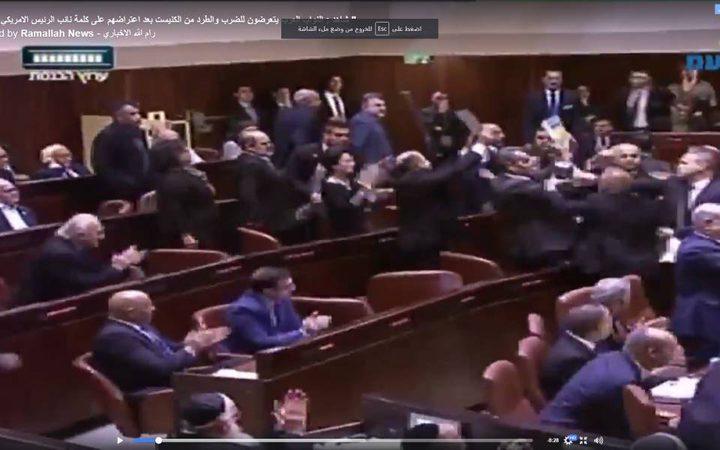 طرد النواب العرب من الكنيست ومقاطعة خطاب بنس