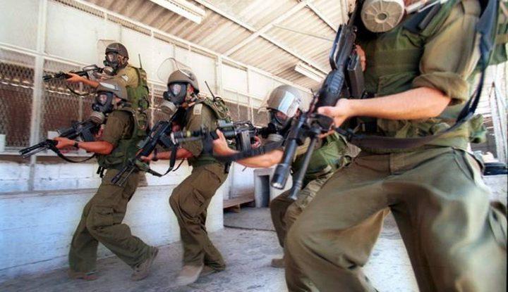 قوات القمع تقتحم قسم (3) في سجن عسقلان