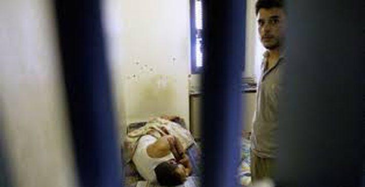 """تدهور الحالة الصحية لعدد من الأسرى في معتقلي """"ريمون"""" و""""النقب"""""""