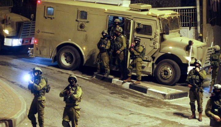 حملة مداهمات واعتقالات طالت 18 مواطناً