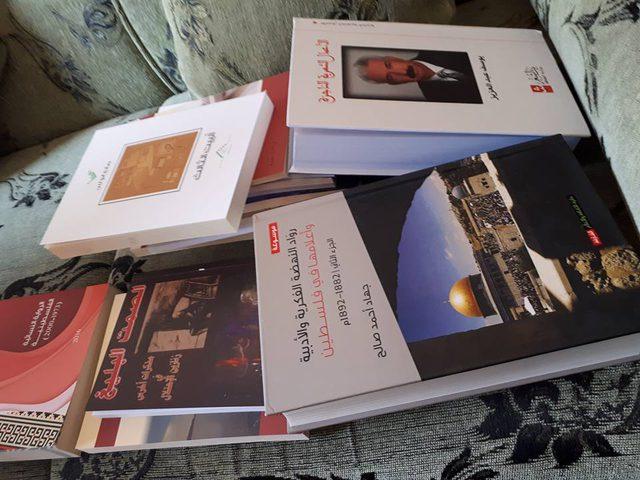 ثقافة جنين توزع كتب لعدد من مدارس المحافظة(بالصور)