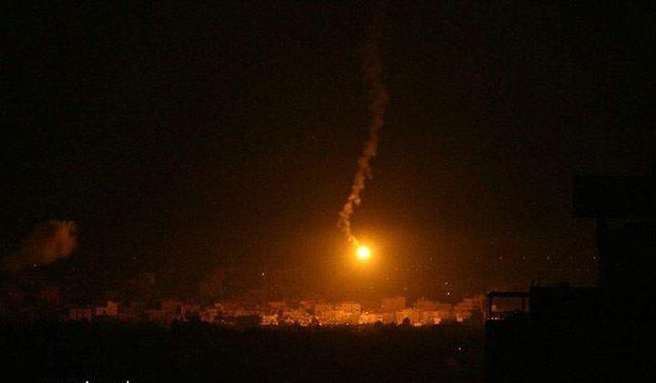 المدفعية تطلق قنابل إنارة على الشريط الحدودي لغزة