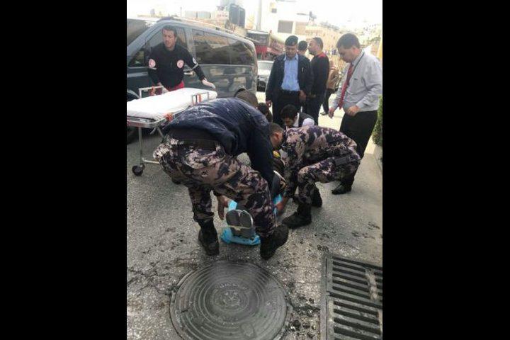 انقاذ مواطن سقط في مصرف مياه بمدينة بيت لحم