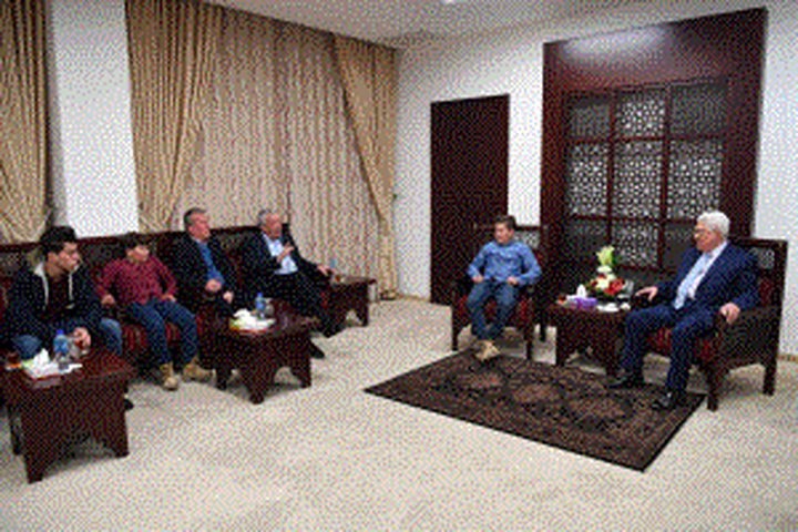 الرئيس يستقبل عائلة الطفلة الأسيرة عهد التميمي