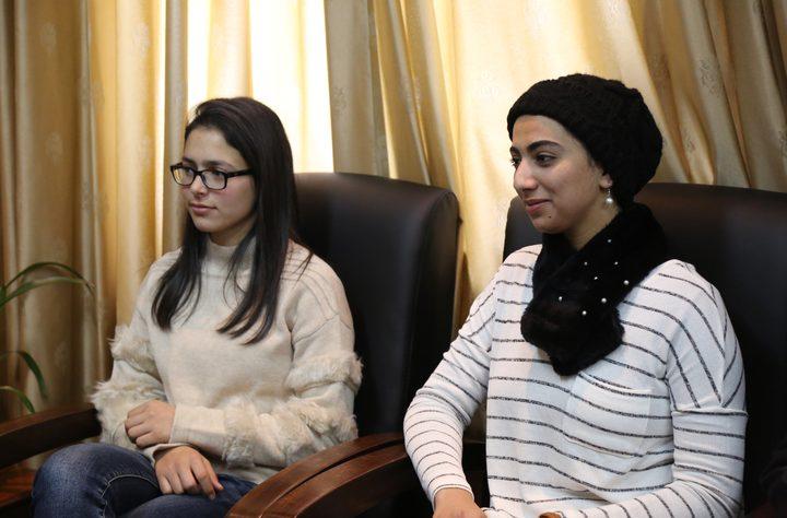 الطالبتان شومان وشبيطة تمثلان فلسطين بمسابقة الخطابة في مصر