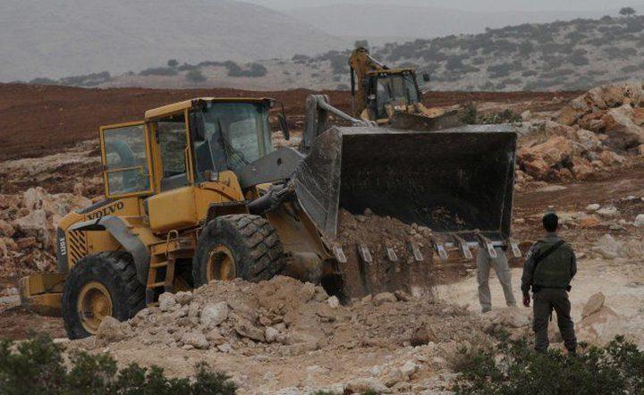 الاحتلال يستولي على جرافة شرق بيت لحم ويعتقل صاحبها